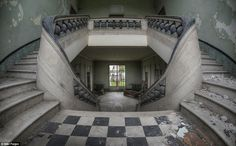 the-most-incredible-photos-in-abandoned-places-10