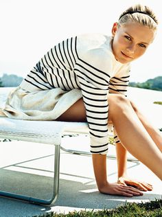 Kirsten Dunst in Teen Vogue, photographed by Norman Jean Roy, wearing a striped shirt. Zooey Deschanel, Preppy Style, Style Me, Ivy Style, Preppy Fashion, Nautical Fashion, Simple Style, Timeless Fashion, Classic Style