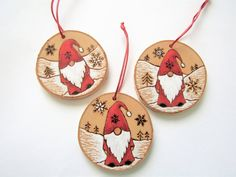 Wooden Christmas Ornaments, Christmas Signs Wood, Hand Painted Ornaments, Wood Ornaments, Handmade Christmas, Christmas Tree Decorations, Christmas Rock, Christmas Design, Christmas Projects