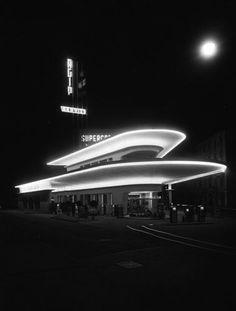 AGIP service station, by M. Art Deco Buildings, Unique Buildings, Futuristic Architecture, Architecture Details, Bauhaus, Colani, Art Deco Design, Design Design, Facade Lighting