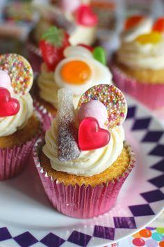 Savory magic cake with roasted peppers and tandoori - Clean Eating Snacks Mini Cakes, Cupcake Cakes, Cupcake Birthday Cake, Cupcake Recipes, Baking Recipes, Cake Stall, Small Cake, Wedding Cupcakes, Party Cakes