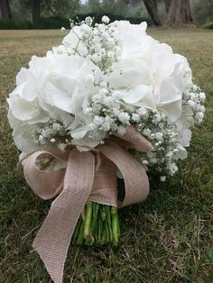 Ortensia Tulip Bouquet Wedding, Bride Bouquets, Romantic Wedding Colors, White Wedding Flowers, Wedding Arrangements, Flower Arrangements, Flower Decorations, Wedding Decorations, Boquette Wedding