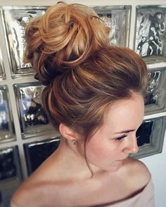 Messy Wedding Hair Updos For A Gorgeous Rustic Country Wedding To Urban Wedding - Finding the perfect wedding hairstyle isn't always easy. Sophia Loren, Rustic Wedding Hairstyles, Wedding Hairstyles For Long Hair, Hairstyle Wedding, High Bun Hairstyles, Bride Hairstyles, Bridesmaids Hairstyles, Messy Wedding Hair, Bridal Hair