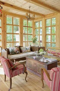 Rustic and cozy Rustic Shabby Chic, Rustic Decor, Room Interior, Interior Design, Wooden Cottage, Warm Colour Palette, Wood Architecture, Mountain Homes, Farmhouse Interior