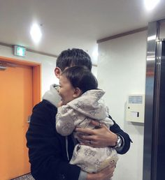 Father And Baby, Baby Boy Newborn, Baby Daddy, Baby Kids, Cute Family, Baby Family, Family Goals, Korean Babies, Asian Babies