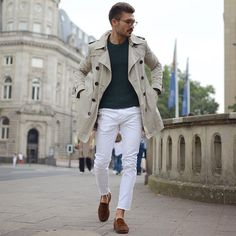 23 Cool Spring White Jeans Outfits For Men - Fashionetter Style Casual, Casual Outfits, Men Casual, Men's Style, Style Star, Mens Raincoat, Loafers Outfit, Mens Fashion Blog, Men's Fashion