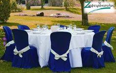 Τραπεοζάντηλο για Ροτόντα γάμου οχτώ ατόμων σε αντίθεση με μπλε καλύμματα καρέκλας. Table Decorations, Furniture, Home Decor, Decoration Home, Room Decor, Home Furnishings, Arredamento, Dinner Table Decorations, Interior Decorating