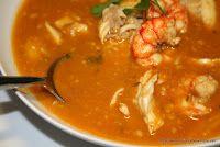 Sopa de pescadors, gastronomia catalana Spanish Tapas, Spanish Food, Gazpacho, Goulash, Thai Red Curry, Stew, Ethnic Recipes, Barcelona, Entertaining