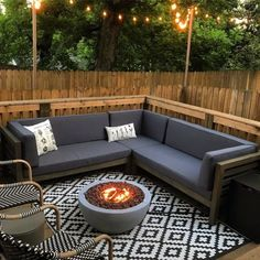 Fire Pit On Wood Deck, Garden Fire Pit, Fire Pit Seating, Backyard Seating, Backyard Patio Designs, Fire Pit Backyard, Round Fire Pit Table, Outdoor Fire Table, Outdoor Living
