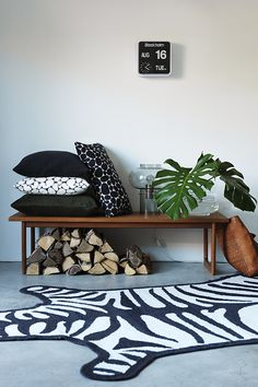 Wild and sophisticated with cushion covers Stenar and Velvet.