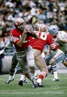 San Francisco 49ers quarterback John Brodie (12) in action against the Dallas…