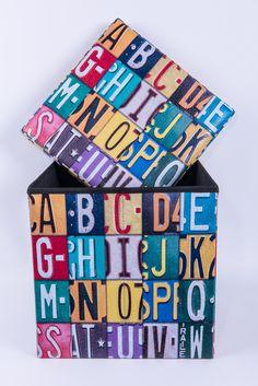 Orice cutie de cadou spune o poveste.    DecoDepot. Brasov. Gift. Box. Present. Cadou. Cutie. Colorful.