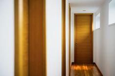 Plné interiérové dvere atypickej výšky na mieru v povrchovej úprave dyha dub Flora, Mirror, Furniture, Home Decor, Decoration Home, Room Decor, Mirrors, Plants, Home Furnishings