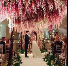 Altar com flores pendentes