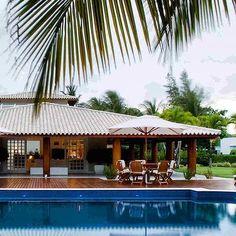 Área de lazer com piscina: 85 ideias para você se inspirar e criar a sua Rest House, My House, Swiming Pool, Home Projects, Colonial, Villa, Tropical, Farmhouse, House Styles
