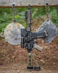 """Led Monkey approved 👍🏼🇺🇸 ———————————————————————— 👈👊🔫 Sunday Gunday with my No. 👇🏻👇🏻 build specs👇🏻👇🏻 forged receiver set Razor """"Huey"""" circle red dot with Tactical Rifles, Firearms, Tactical Survival, Weapons Guns, Guns And Ammo, Ar Pistol Build, Battle Rifle, Custom Guns, Assault Rifle"""