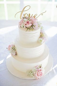 Simple, Elegant, Chic Wedding Cakes ❤ See more: http://www.weddingforward.com/simple-elegant-chic-wedding-cakes/ #weddings #weddingcakes