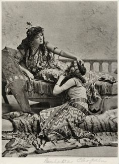 Sarah Bernhardt as Cleopatra. Photograph, between 1890 and 1898. Folger Shakespeare Library.