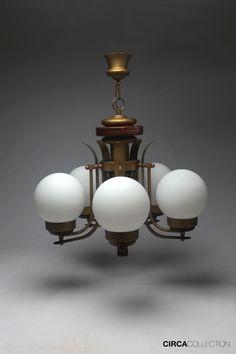 Lámpara de techo Art Déco en madera, metal y opalina blanca. Circa 1930. circacollection.es