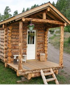 10 DIY Log Cabins-Learn To Build Your Own For A Rustic Lifestyle. You can build your own DIY log cabin and return to living a rustic lifestyle like that of our forefa Diy Log Cabin, How To Build A Log Cabin, Small Log Cabin, Guest Cabin, Tiny House Cabin, Log Cabin Homes, Building A Cabin, Log Cabins Uk, Log Cabin Kits