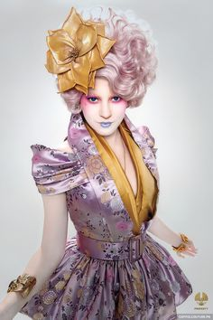 Elizabeth Banks as Effie Trinket in The Hunger Games Courtesy of Lionsgate. www.makeup411.com