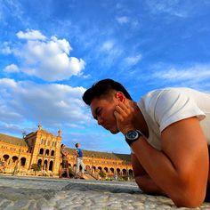 Giant's invasion in Seville! 😎👍 #solotravel #solotraveler #backpacker #travel #traveler #globetrotter #jetsetter #instatravel #vacation #trip #travelgram #travelwriter #travelblogger #travelblog #travelinstyle #instago #photooftheday #mytravelgram #igtravel #ilovetravel #wanderlust #travelpics #travelphotography #traveltheworld #instalike #inspirational #giant #trickeye #minion #bigman