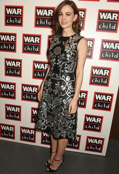「 Carey Mulligan wearing Dolce&Gabbana at The War Child Winter Wassail curated by Carey Mulligan and Marcus Mumford on December 2015 in London, England. Celebrity Red Carpet, Celebrity Style, Together Fashion, Kids Winter Fashion, Carey Mulligan, Hollywood Fashion, Red Carpet Fashion, Star Fashion, Peplum Dress