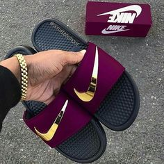 Burgundy and gold nike slides. Jordan Shoes Girls, Girls Shoes, Shoes Women, Nike Trends, Latest Nike Shoes, Moda Nike, Nike Slippers, Nike Air Shoes, Nike Sandals For Men