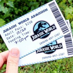 Fun invitations, activities and food ideas for the a date based on the Jurassic World movie! Have a DINO-MITE evening with this dinosaur date night! 10th Birthday Parties, Birthday Party At Park, Dinosaur Birthday Party, Birthday Party Themes, 7th Birthday, Jurassic World Movie, Jurassic Park Party, Dinosaur Movie, Dinosaur Food