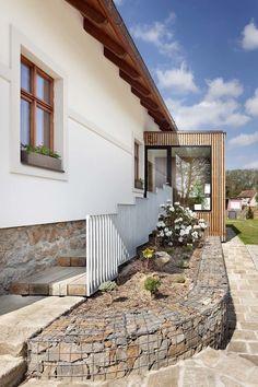 Archiweb - Chalupa u Blaníku Enclosed Front Porches, Sas Entree, Bungalow Renovation, Outdoor Spaces, Outdoor Decor, House Plans, Pergola, Home And Garden, Cottage