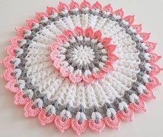 Yuvarlak çiçek lif yapımı – Canım Anne See other ideas and pictures from the category menu…. Crochet Stitches Patterns, Crochet Flower Patterns, Doily Patterns, Crochet Designs, Crochet Doilies, Crochet Flowers, Crochet Lace, Knitting Patterns, Beau Crochet