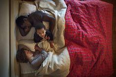 L'Italia vista dal letto che si trovi in una gondola di Venezia o nella roulotte dei giostrai. In senso più ampio, la notte prima delle nozze e il ritratto delle famiglie multietniche. O anche il letto per guardare il panorama dalla finestra. 'L'Infinito', la mostra ideata da Alessandro Baric