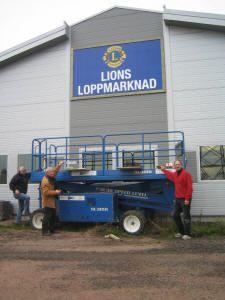 Åhus - Lions loppmarknad har öppet varje  helgfri lördagsförmiddag kl. 9-13. Det går även att lämna loppisprylar måndagsförmiddagar mellan kl. 9 och 12.
