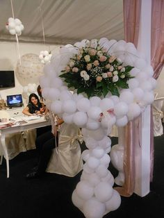 What a bride's bouquet! Flowers surrounded by white balloons. Would certainly wow your wedding guests.