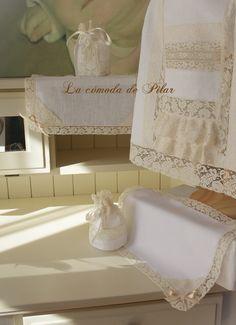 Faldón y complementos en hilo  blanco, con encajes de alençon en beige,,via http://lacomodadepilar.blogspot.com.es/2013/06/en-blanco-y-beige.html