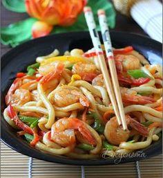 <strong><em>Лапша удон с креветками - блюдо китайской кухни, вкусное и пряное.</em></strong>