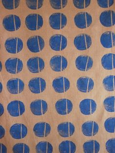 A different take on the polka dot Potato Print, Potato Stamp, Stamp Printing, Printing On Fabric, Screen Printing, Textures Patterns, Color Patterns, Print Patterns, Textiles