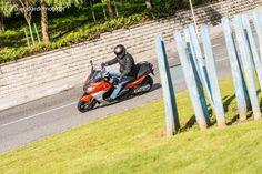 As duas Scooters da BMW foram revistas estética e tecnicamente. Apresentam-se agora ainda mais apaixonantes em termos de condução e eficazes na arte de nos fazer chegar a horas a qualquer lugar.