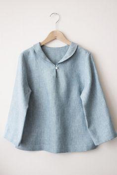 プロダクト ブラウス/へちま衿ブラウス Blouse Patterns, Blouse Designs, Casual Outfits, Fashion Outfits, Womens Fashion, Womens Linen Clothing, Mode Simple, Linen Blouse, Fashion Sewing