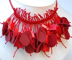 Necklace made of recycled leather. - Collar hecho reciclando cuero.