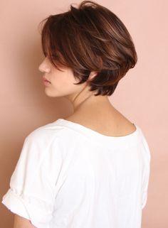 綺麗な大人のフェミニンショート(髪型ショ