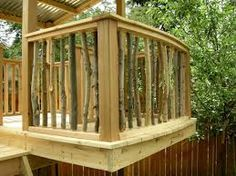 Mulching DIY Network's Carter Oosterhouse shares green-building ideas for backyard makeovers, including rubber mulch. Deck Railings, Railing Ideas, Modern Railing, Banisters, Rubber Mulch, Tree House Plans, Tree House Designs, Diy Deck, Green Building