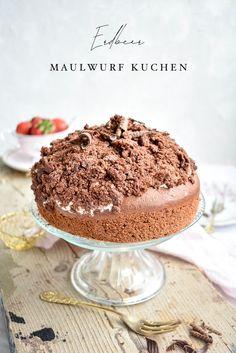 Der Kuchen Klassiker mal anders: Maulwurfkuchen mit feiner Erdbeer Sahne und frisch geernteten Erdbeeren! Schokoladig gut und einfach lecker!