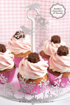 neapolitan cupcakes / valentine's day cupcakes / pink pastel cupcakes  @www.emilyscupcakes.ro