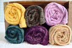 I-LIVING.cz - Plyšová deka s reliéfem koleček 125x150 cm - Home collection - Deky a plédy - Bytový textil - zdravý spánek & bydlení Towel, Blanket, Towels, Rug, Blankets, Cover, Comforters, Quilt