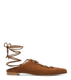 Get tied up with this haute hybrid: Part mule, part lace-up flat, the STRINGDOWN features a wraparound lacing detail designed to accentuate your calf and is finished with a contrasting buffed wooden sole. Turn heads in structured culottes, a flowy off-the-shoulder top and a neutral crossbody bag.