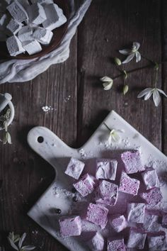 Lavender Black Currant Marshmallows + Vanilla Bean Rose Marshmallows Homemade marshmallows are nothing like those from the store. Try out my Homemade Lavender Black Currant and Vanilla Bean Rose Marshmallows! Recipes With Marshmallows, Homemade Marshmallows, Marshmallow Recipes, Gourmet Marshmallow, Currant Recipes, Caramel, Chocolate Bomb, Malva, Black Currants
