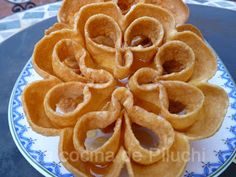 Rosettes Cookie Recipe, Rosette Cookies, Spanish Dishes, Beignets, Onion Rings, Crepes, Biscotti, Sweet Recipes, Donuts