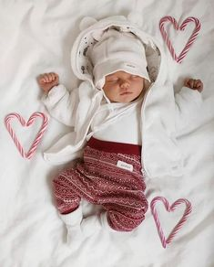 What are you and your tots doing today? Little Babies, Cute Babies, Baby Boys, Baby Gap, Foto Baby, Cute Baby Pictures, Baby Kind, Baby Boy Fashion, Kids Fashion