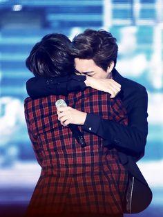 Taemin (SHINee) & Kai (EXO) at the 2013 Melon Awards.